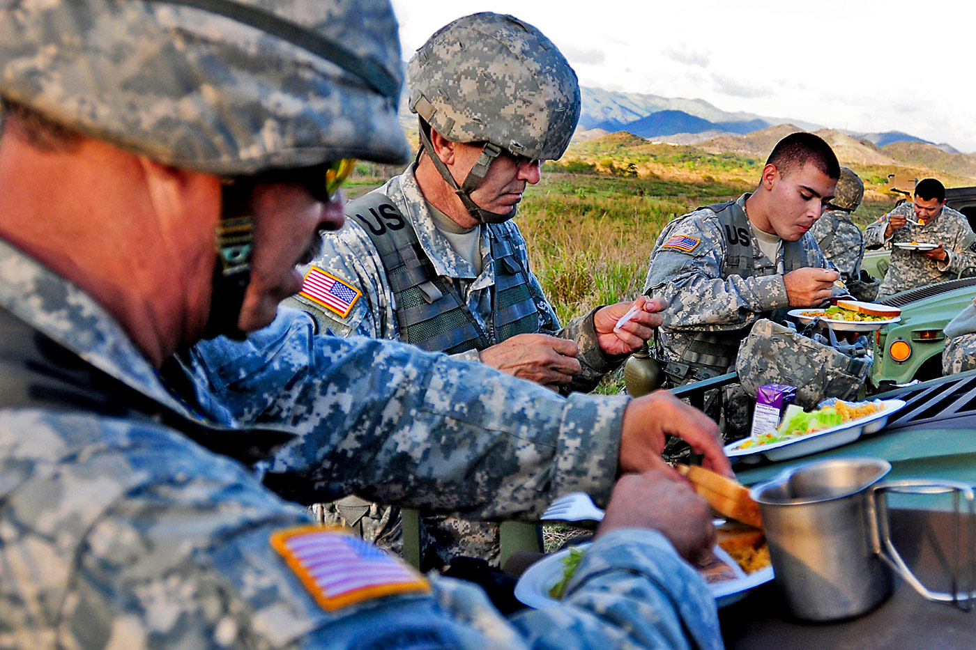 soldiers-dining